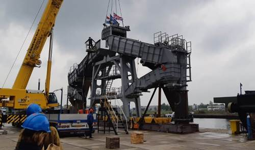 Marine Aggregate Dredger 4000 to unload the dry cargo onto shore