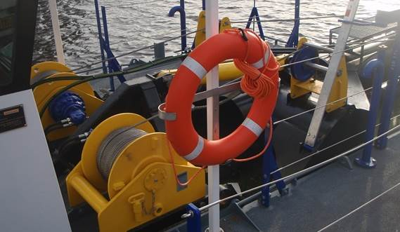 Side wire winches and suction ladder
