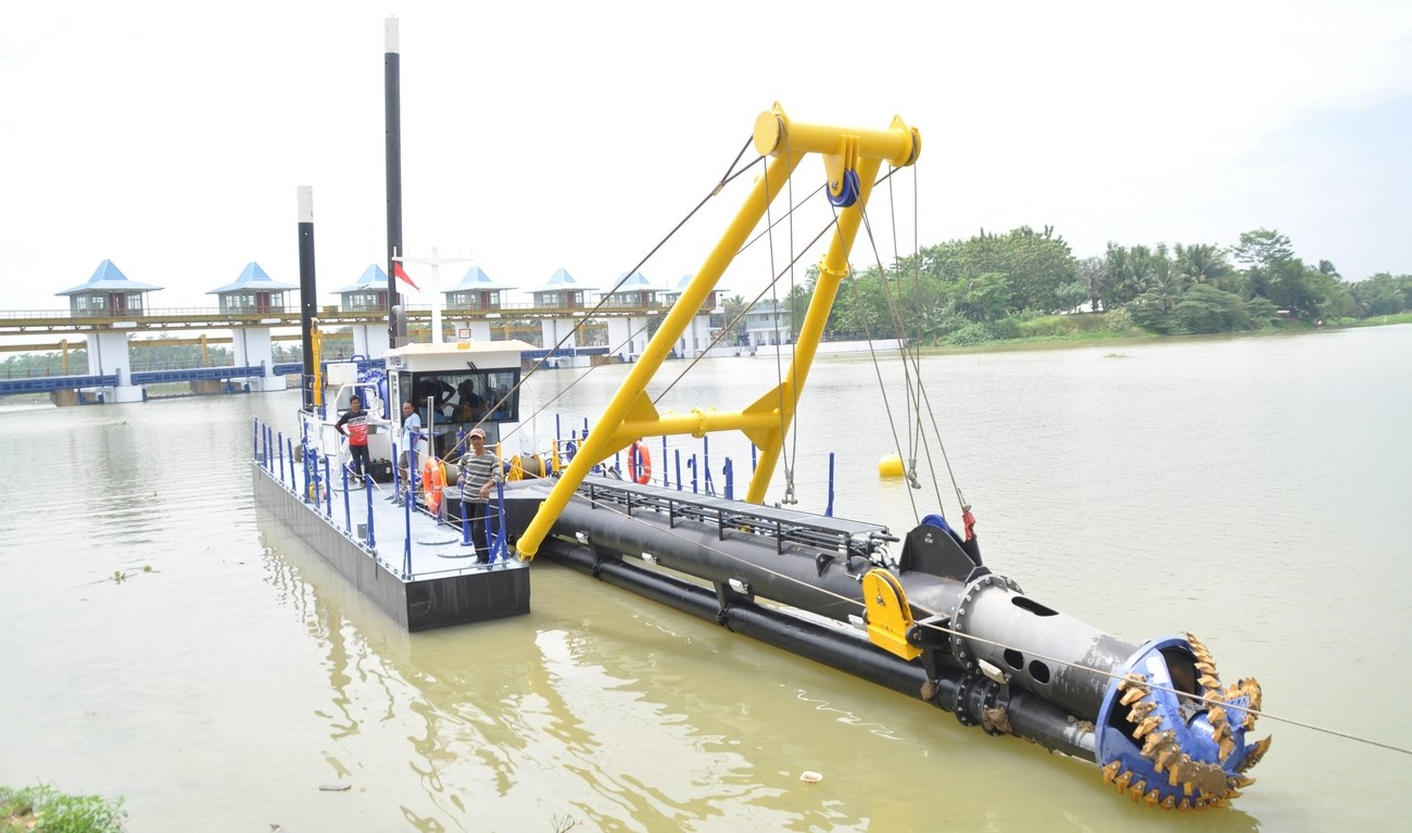 A cutter suction dredger, type CSD350 has been shipped to Indonesia.