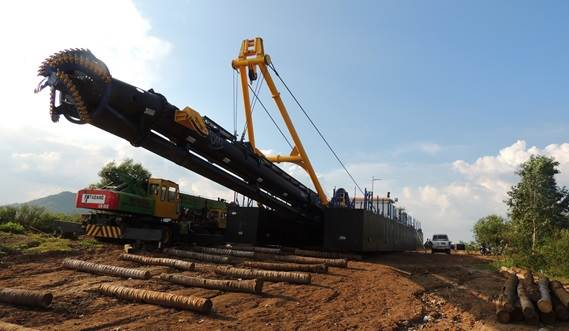 All Damen cutter suction dredgers are fitted out with a powerful cutting head