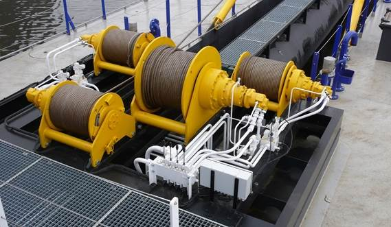 All hydraulically operated winches on one platform for practical assembly and easy maintenance