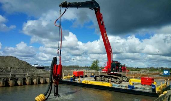 The pontoon based excavator drives the DOP200
