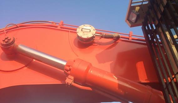 Dredging instrumentation is avaliable to monitor the dredge pump and to map the exact location of the suction head
