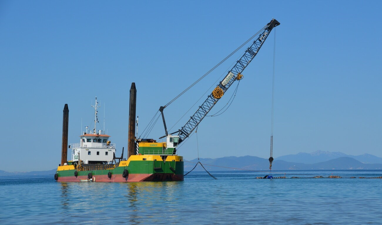 The DOP250 is manouvered by a wire crane located on a barge off the Italian coast