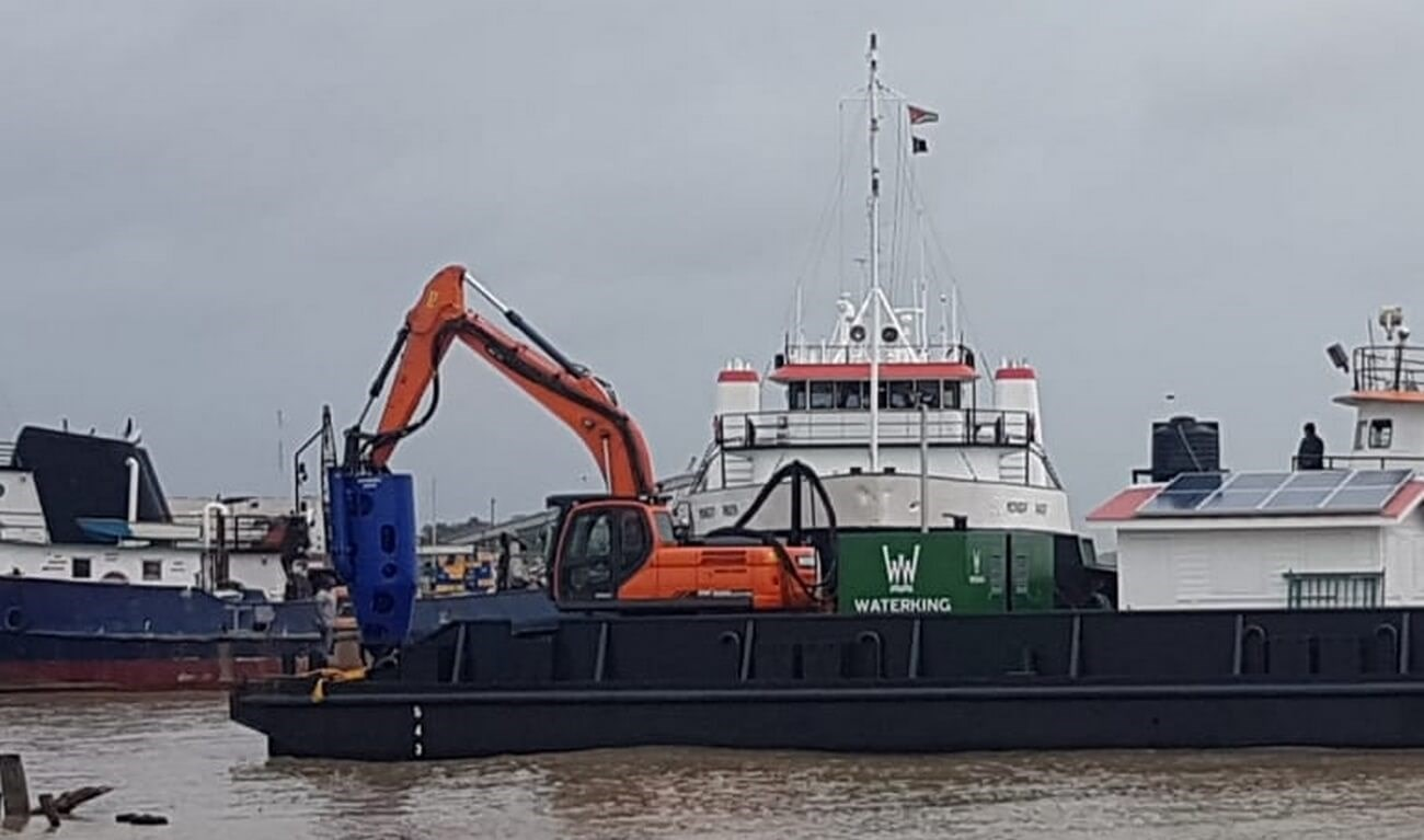 A submersible dredge pump type DOP250 has been delivered together with its cutter unit to Knoop Machinery.
