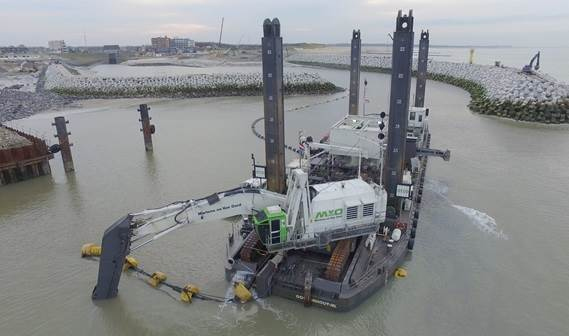 DOP submersible dredge pump at work below the water surface