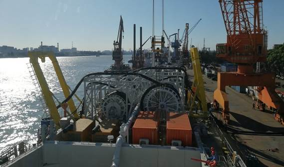Each DOP submersible dredge pump is mounted at one side of the ship with dedicated hose reels