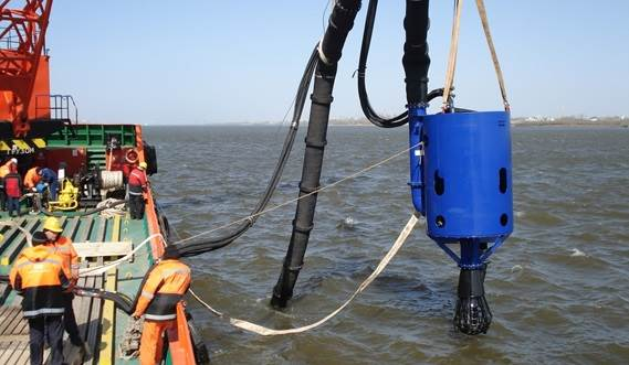 Dredging at sea using the DOP and a separate power pack