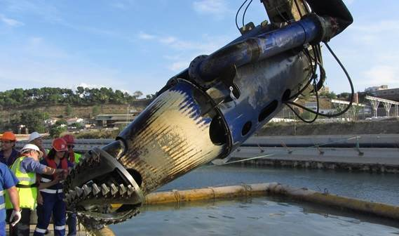 Check of the cutter head which was used to break the gravelly soil