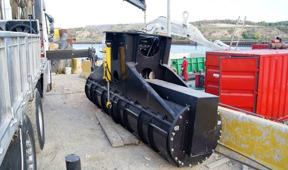 The auger head is a compactly built unit