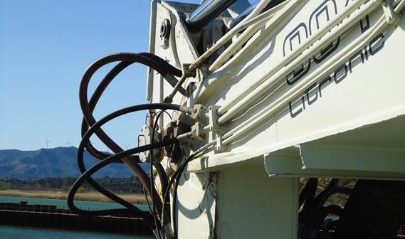 The crane boom is fitted out wth inclino sensors for accurate dredging