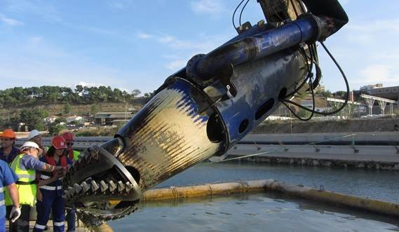 View the video about Damen DOP submersible dredge pump with cutter head