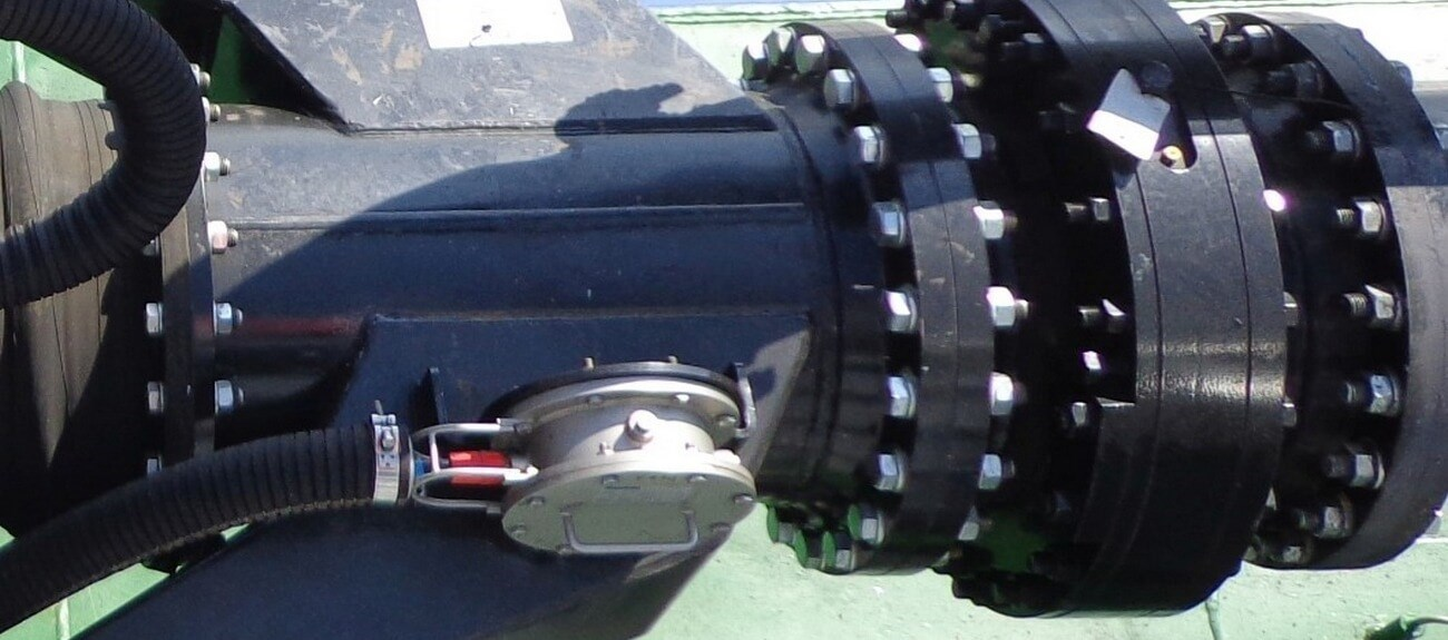 Effortless lower pipe rotation for efficient dredging