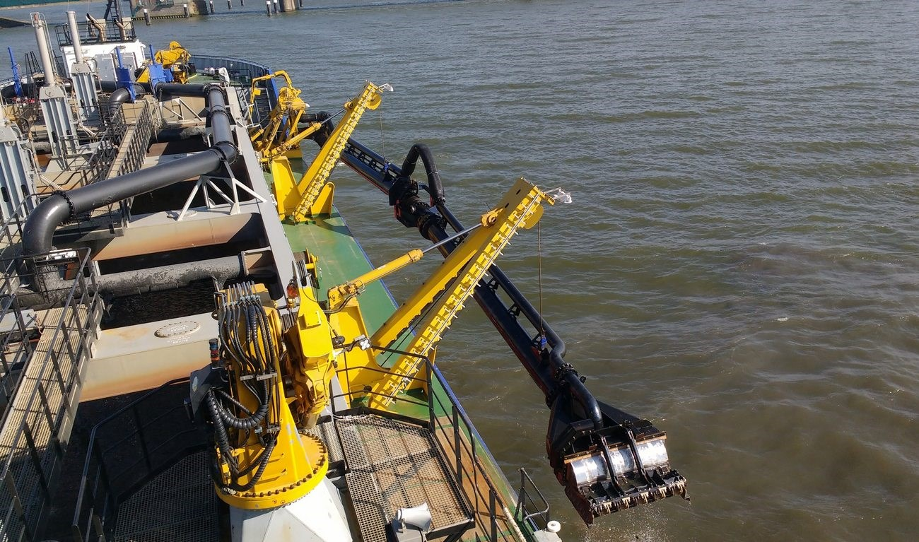 As retrofit or for a newly built vessel, Damen trailing pipes fit your dredger exactly.