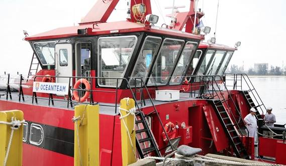 For the transport of crew or material, quickly and safely in rivers, harbours, coastal waters and offshore