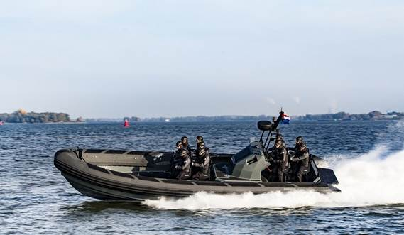 The RHIB 1050 presents a design that leaves no stone unturned