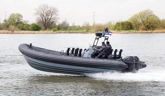 Flexible outfitting of rigid hull inflatable boat