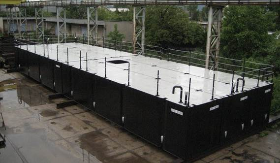 The container sized units are provided with a removable railing, ballast tanks and a moon pool.