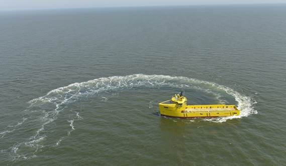 The slender hull of the Damen PSV reduces fuel consumption, not only in calm water but especially in rough seas.