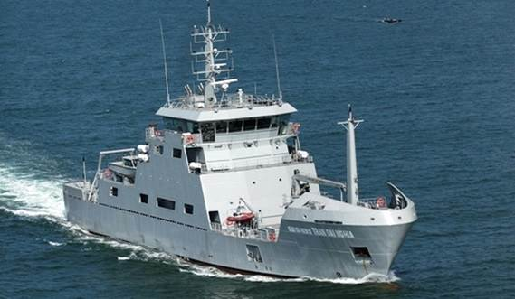 Fitted out with up to four tenders for littoral operations.