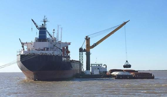 The Damen Crane Barge 6324 can be equipped with a grab or container spreader