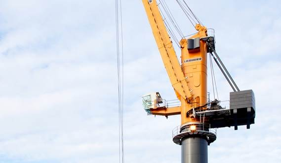 An extended cabin ensures optimum visibility for the crane driver