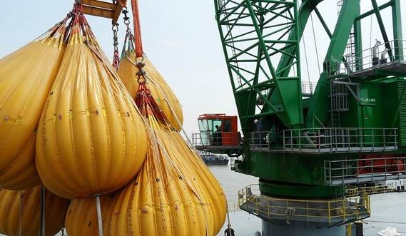 Heavy lifts up to 400 tonnes