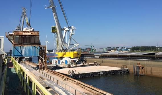 The new pontoon, called Maja 5, will catch bulk products that are spilled during the transhipment process