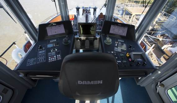 A compact wheelhouse gives the captain an excellent, all round, 360° view.