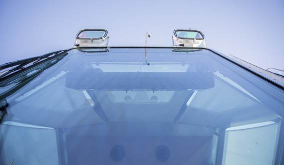 Large tinted windows are provided and sky windows give the optimal view on vessels being assisted.