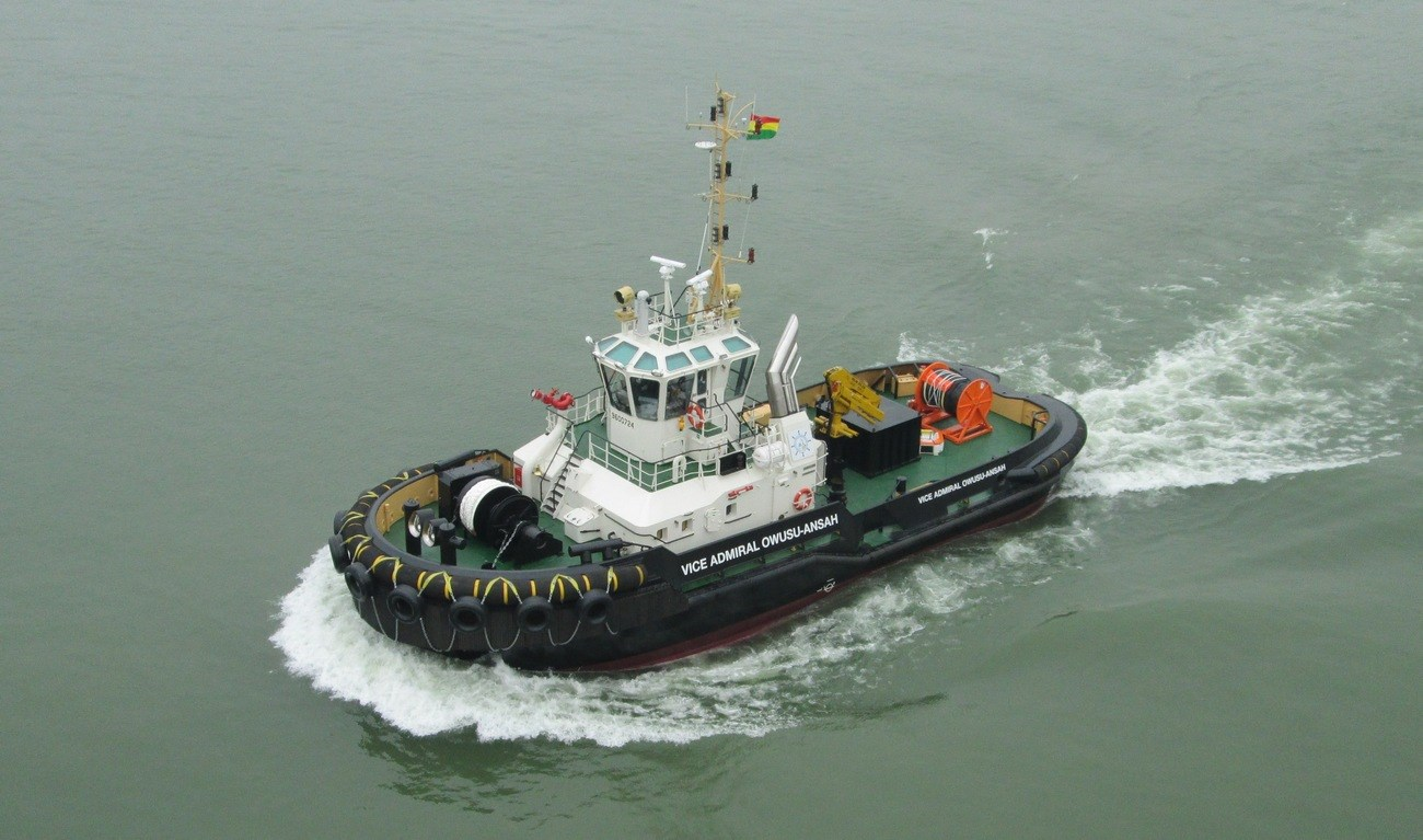 The tug is a heavily built vessel with rigid foundations, extra plate thickness, extra brackets and extra fendering.