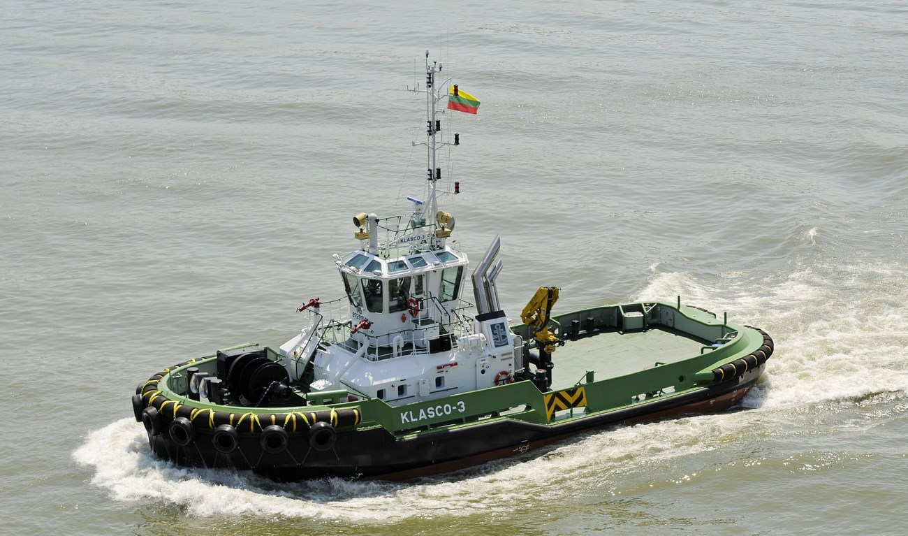 stern drive tug 2810 for escorting berthing and un. Black Bedroom Furniture Sets. Home Design Ideas