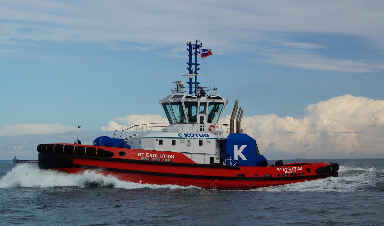 The Rotor®tug configuration with triple Z-drives and main engines ensures a great redundancy level