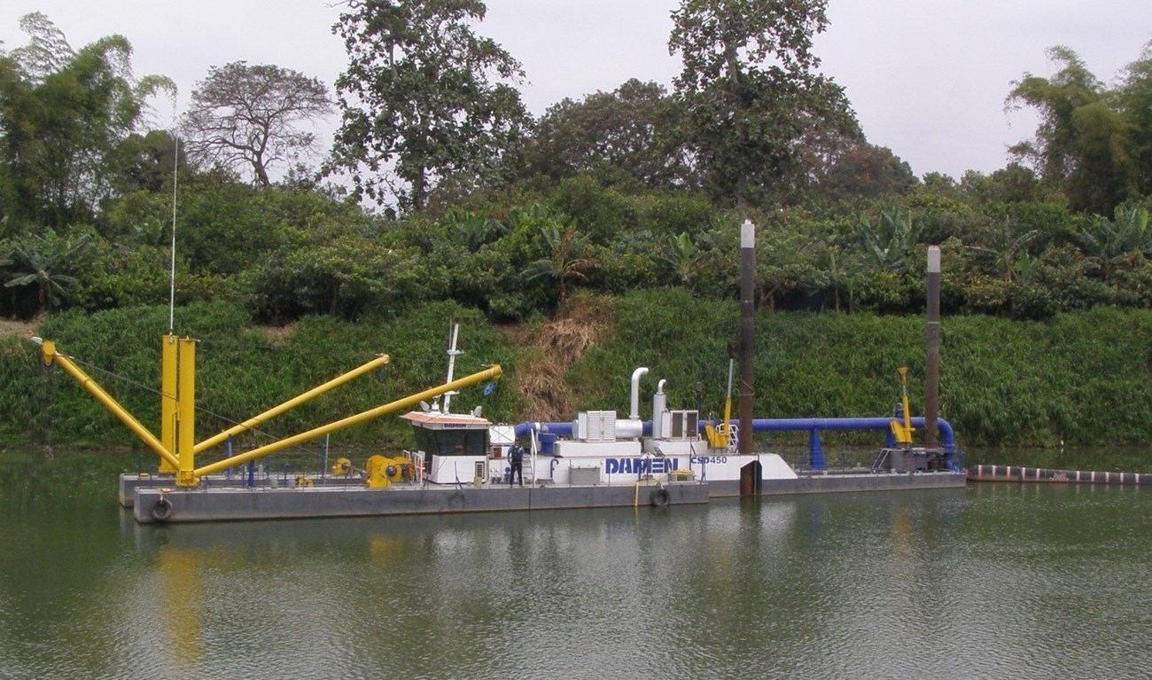 As a sister vessel of the 'Daule Piripa', the CSD450 'Poza Honda', has been delivered in July 2010