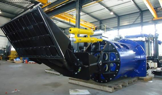 The drag head angle can be adjusted using the hydraulic cylinder