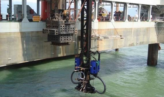 Easy positioning with high accuracy due to the mounting of the dredge pumps under the jack-up platform