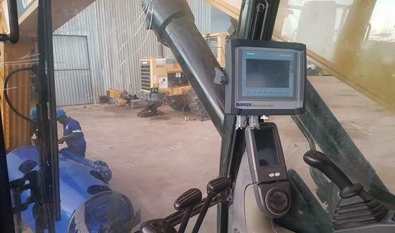The crane operator monitors the DOPs speed and pressure on screen