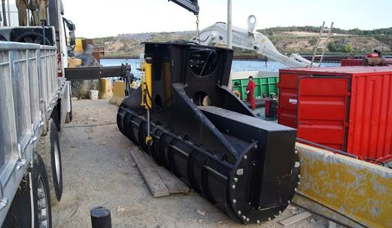 A spare auger head ready for use in an environmental dredging precision job
