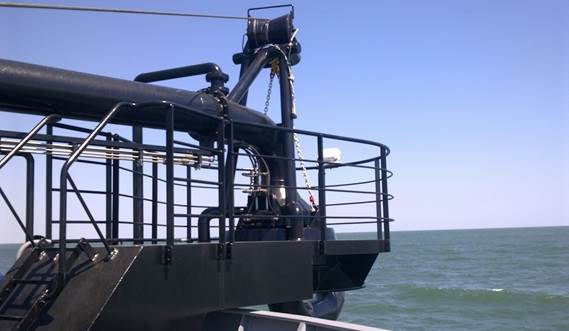 The optional bow coupling unit enhances the versatility of the hopper dredger