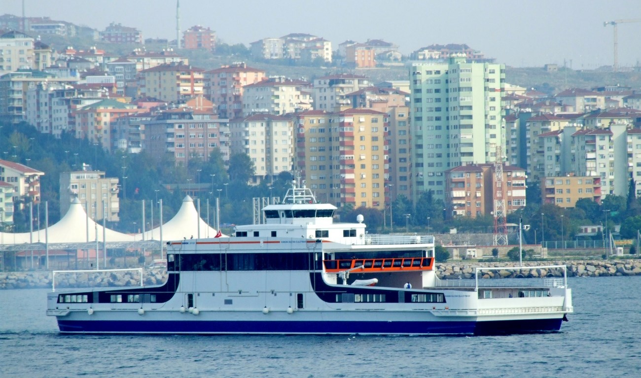 DOUBLE ENDED FERRY WITH ALUMINIUM CATAMARAN HULL