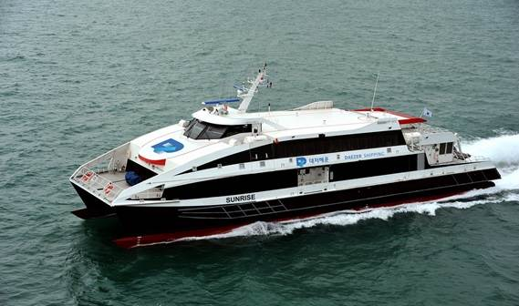 In May 2015, operator Daezer Shipping took delivery of a DFFe 4212 named Sunrise from Damen Shipyards Singapore (DSSi).