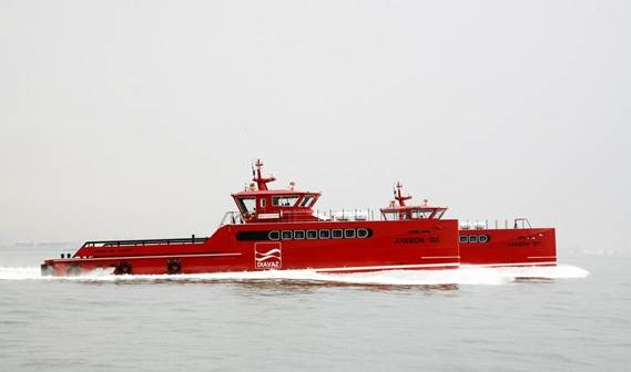Two Damen Fast Crew Supply vessels of the FSC 3307 type, 'Sea Hawk' and 'Sea Harrier', were delivered to Seaport International Shipping Company in Sharjah