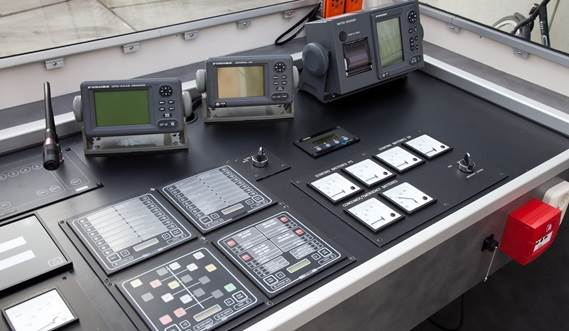 The wheelhouse is provided with the latest controles, navigation and communication equipment.