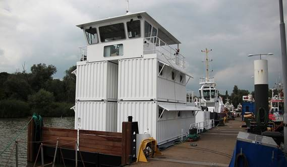 The vessel is ideal for pushing multi-purpose barges and fire-fighting.