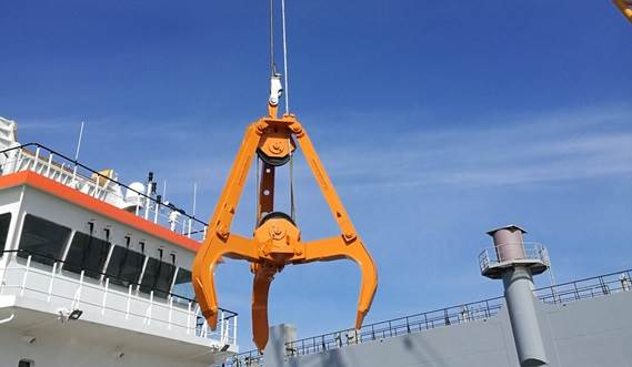 High quality crane attachments like finger-, orange peel and clamshell grabs