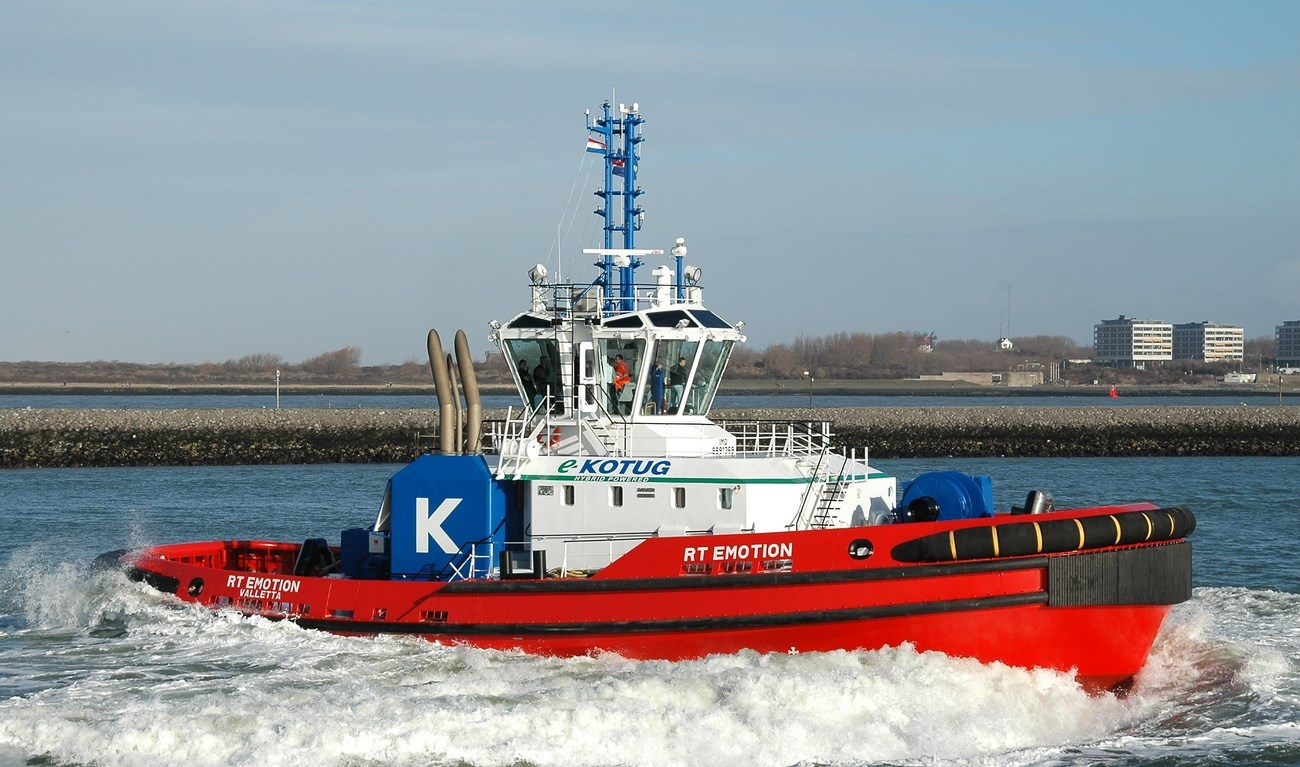 The ART 80-32 Hybrid Rotortug RT Emotion was handed over from Damen Shipyards Group to her owner Elisabeth Ltd